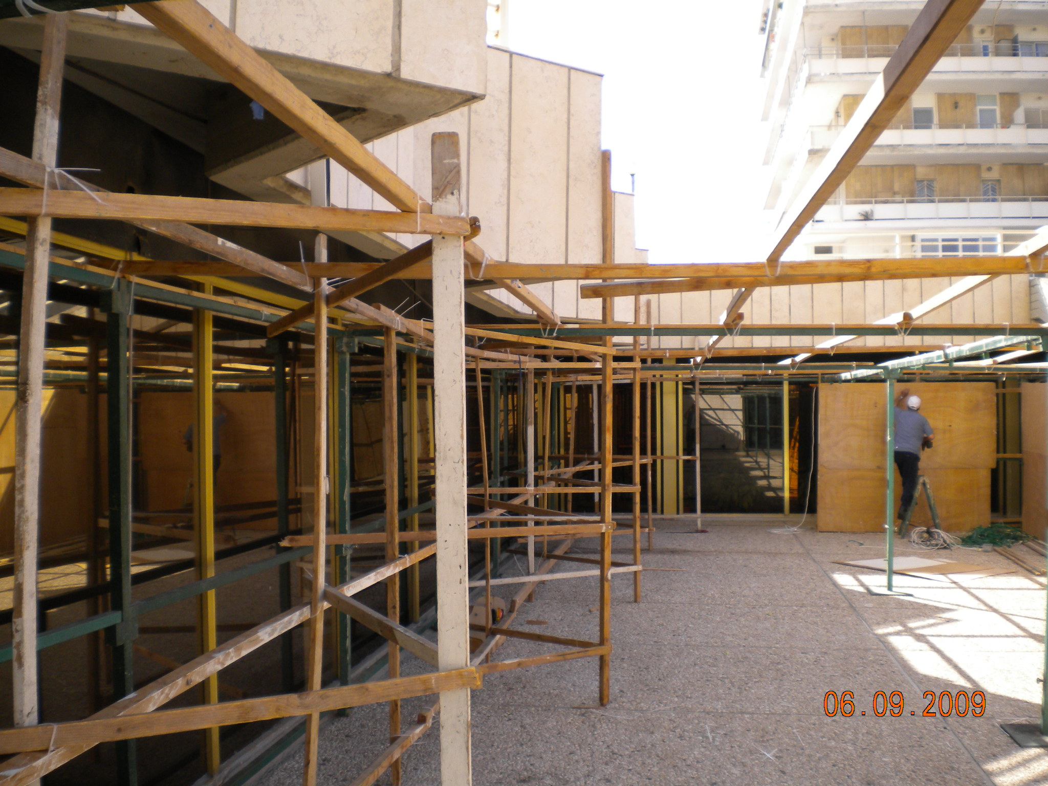Jerusalem Plaza Hotel - Sukka construction